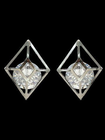 https://static3.cilory.com/181409-thickbox_default/women-s-beautiful-western-earrings.jpg