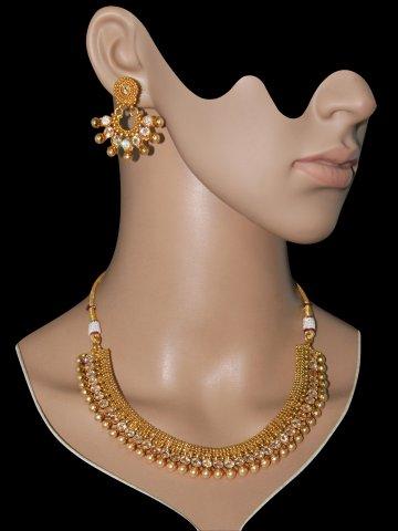 https://static1.cilory.com/407198-thickbox_default/golden-kundan-necklace-set.jpg